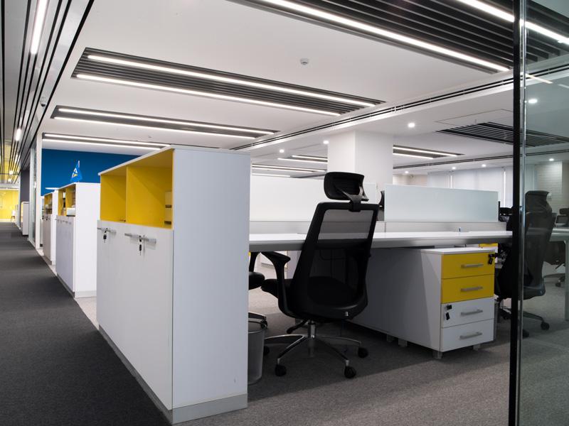 تصاویر پروژه چراغ های روشنایی دفتر مرکزی گروه نرم افزاری صحرا - صنایع روشنایی نورانه